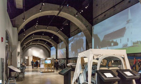 exhibits-and-film-screens-at-the-cave-and-basin-600x400