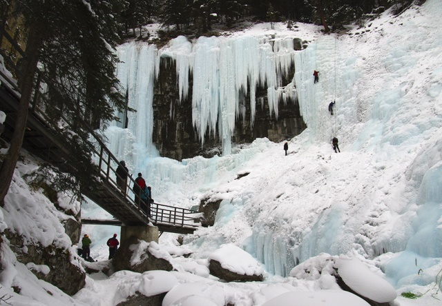 Johnston-Canyon-in-winter-199